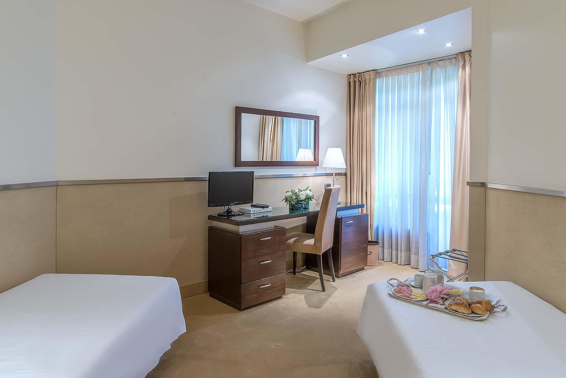 Camera twin superior mini palace hotel viterbo sito for Quattro stelle arredamenti surbo