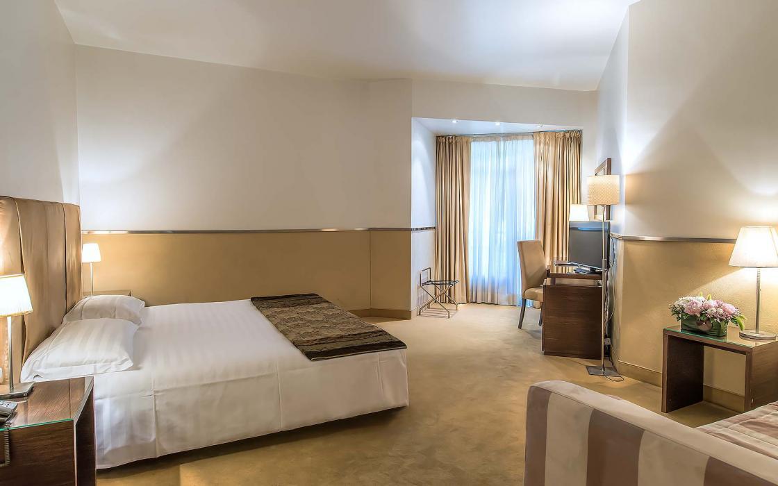 Le camere mini palace hotel viterbo sito ufficiale for Quattro stelle arredamenti